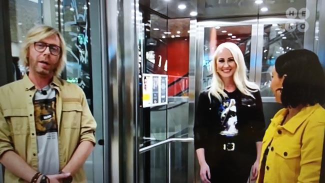 Kuvakaappaus Nelonen Median Tulossa: Big Brother Suomi -esittelyohjelmasta. Kimmo Vehviläinen, Elina Kottonen (kuvassa keskellä) ja Alma Hätönen. Kuva: © 2019 Nelonen Media.
